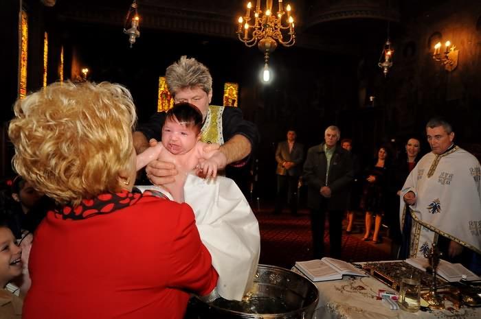 fotografii botez la scoaterea din cristelnita David Alexandru