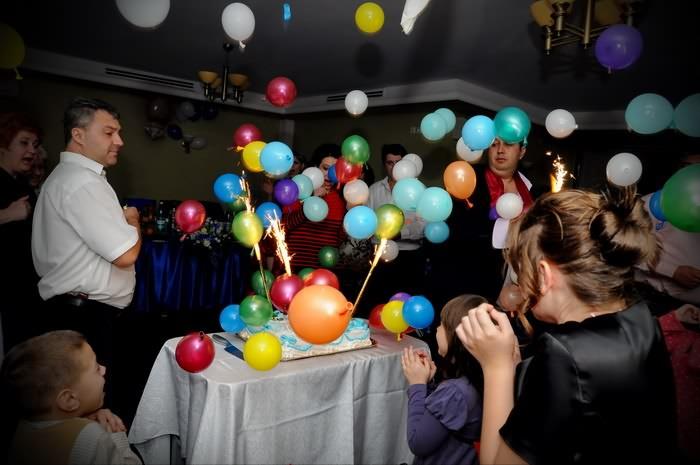 poze botez la aducerea tortului cu baloane