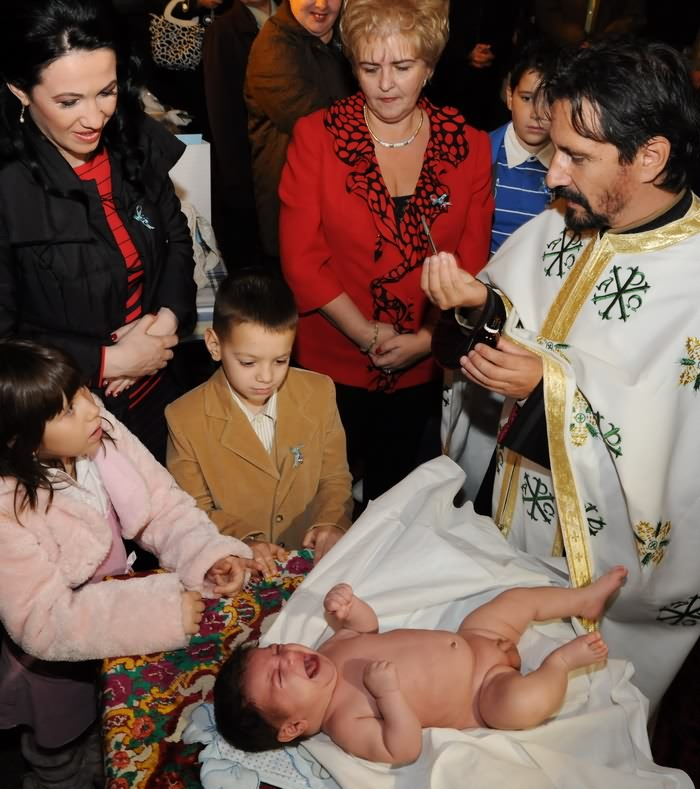 fotografii botez la miruirea bebelusului